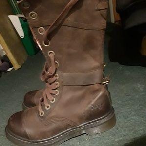 33a6fe3b45304 Dr marten triumph boots